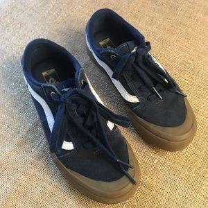 Youth Vans in Navy/white size 4.5